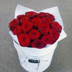 """Красные розы в коробке """"Энна"""""""