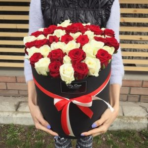 Розы в коробке MIX