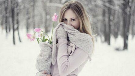 Как необычно порадовать девушку цветами на зимние праздники