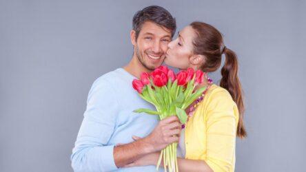 Какие цветы подарить мужчине на 23 февраля?