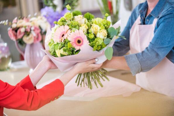 Как выбрать букет цветов на день рождения мамы