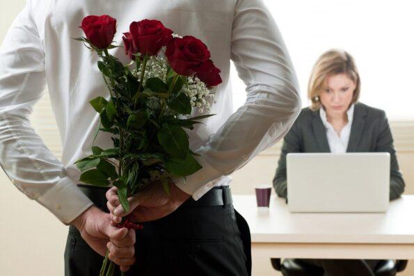 Букет цветов коллеге: отправка цветов