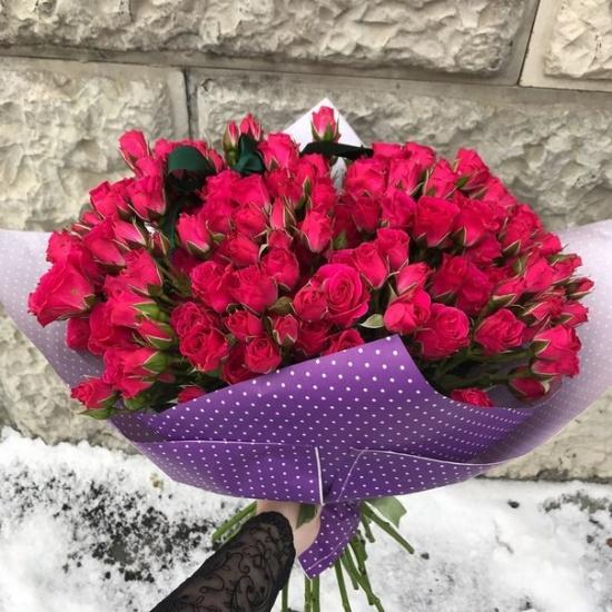 укет из 15 красных кустовых роз